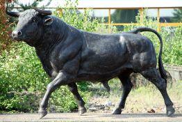 Stier,  Bronze, schwärzlich u. partiell dunkelbraun