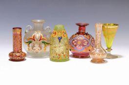 Lot aus fünf Miniaturvasen um 1890,  polychromes Glas mit