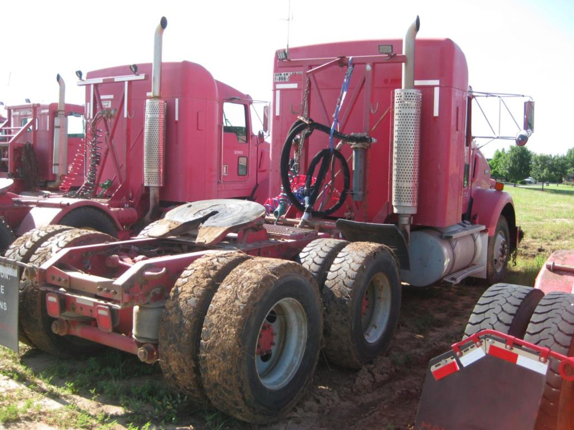 Truck - Image 4 of 24