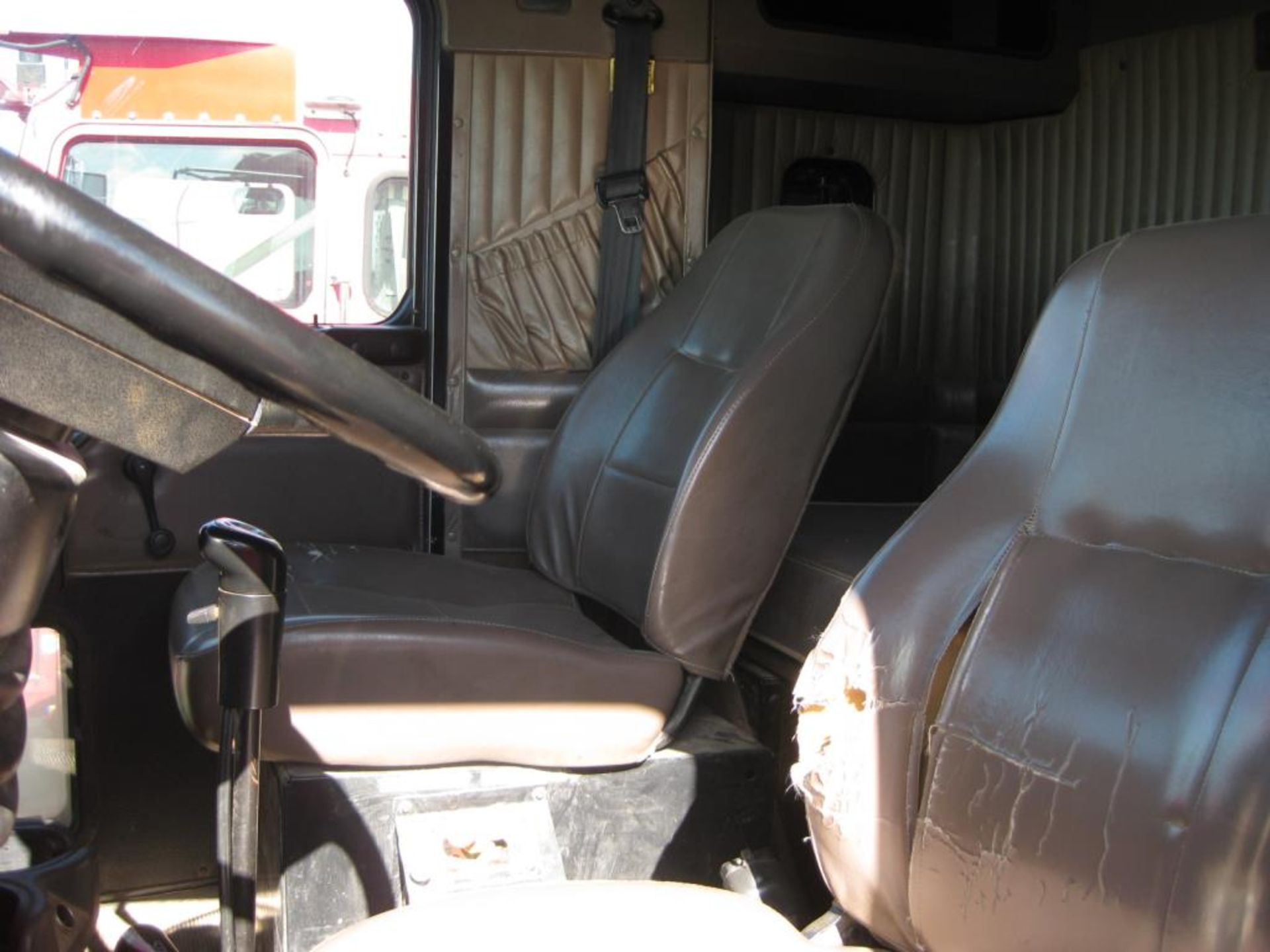 Truck - Image 11 of 24