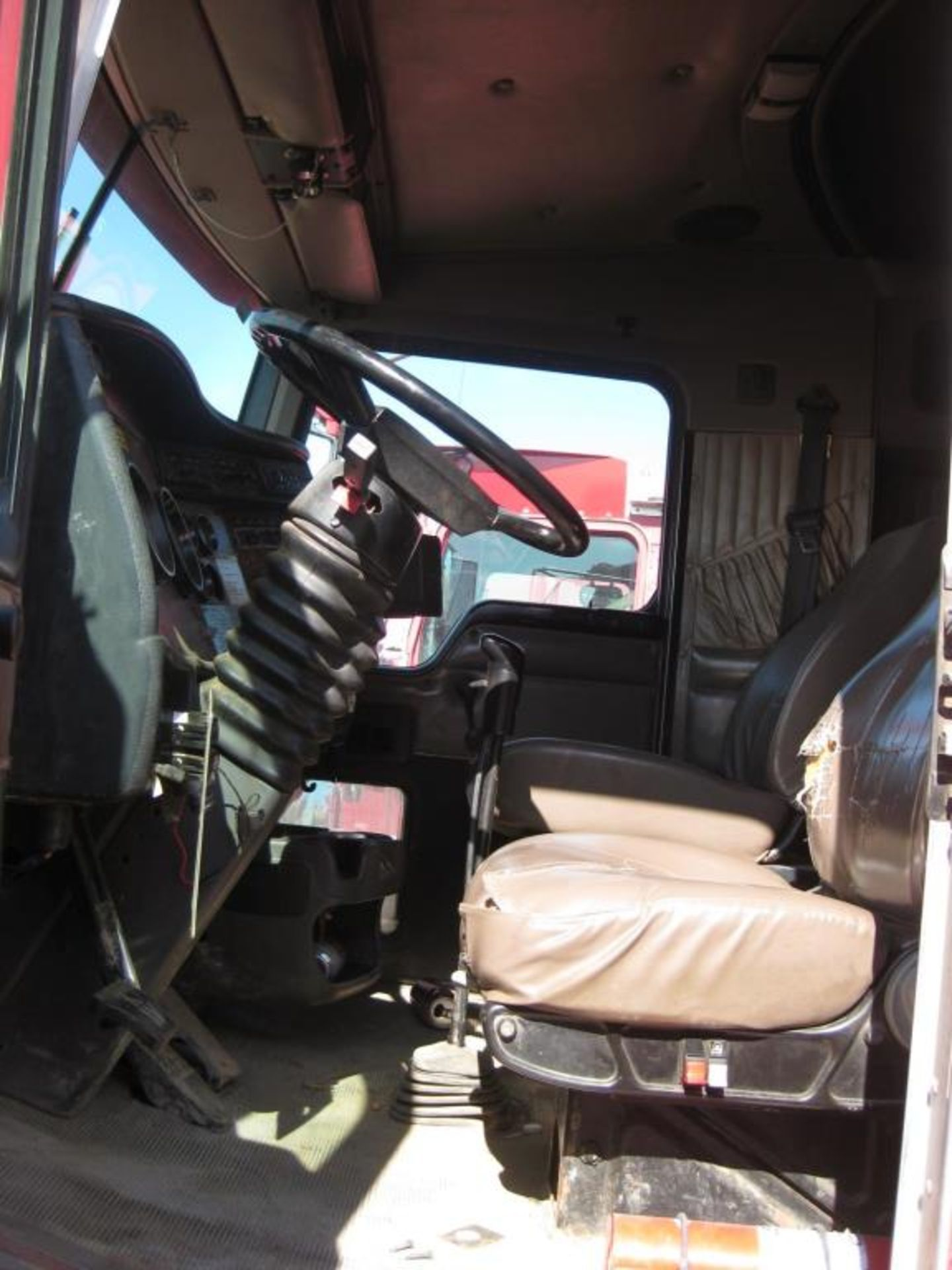 Truck - Image 10 of 24
