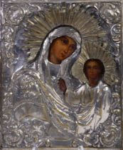 ICON IN BRASS OKLAD «OUR LADY OF KAZAN». Russia, mid-XIX century. - Wood, oil. 31 x [...]