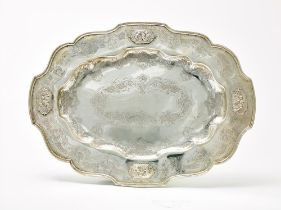 SILVER OVAL DISH DECORATED WITH FOUR CARTOUCHES WITH THE IMAGE OF PLAYING PUTTI. [...]