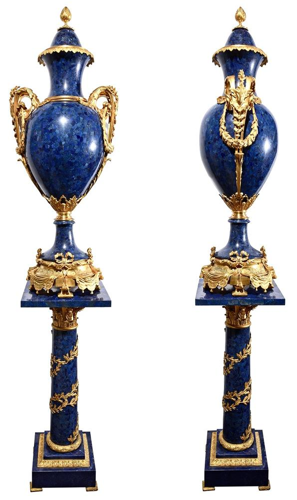 PAIR OF MAJESTIC ROYAL BLUE LAPIS LAZULI PEDESTALS AND VASES, EARLY XX CENTURY NEOCLASSICAL