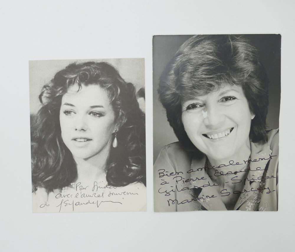 COLLECTION OF PHOTOGRAPHS AND POSTCARDS WITH AUTOGRAPHS BY NUMEROUS ARTISTS- 18 TV stars like - Image 5 of 17