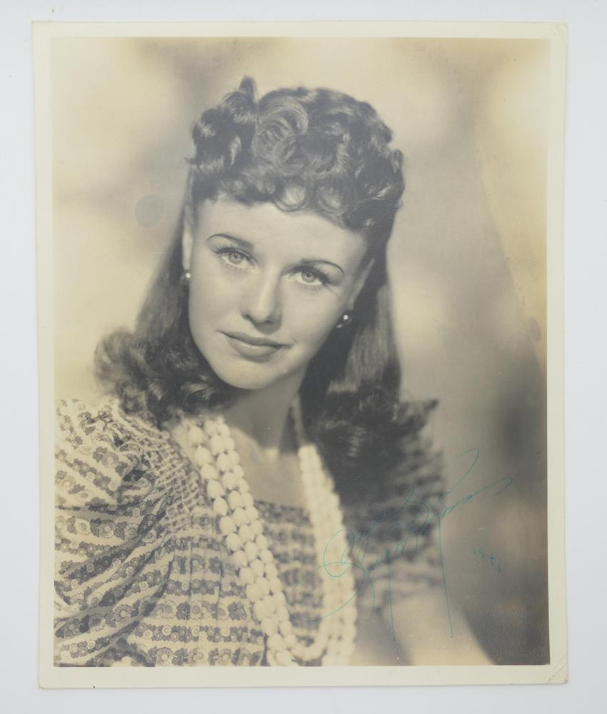 GINGER ROGERS (1911-1995)Autographed photograph Signed and dated on recto, 1941 25,3 x 20,2 cm