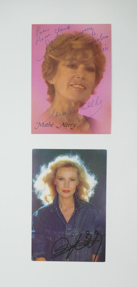 COLLECTION OF PHOTOGRAPHS AND POSTCARDS WITH AUTOGRAPHS BY NUMEROUS ARTISTS- 18 TV stars like - Image 12 of 17