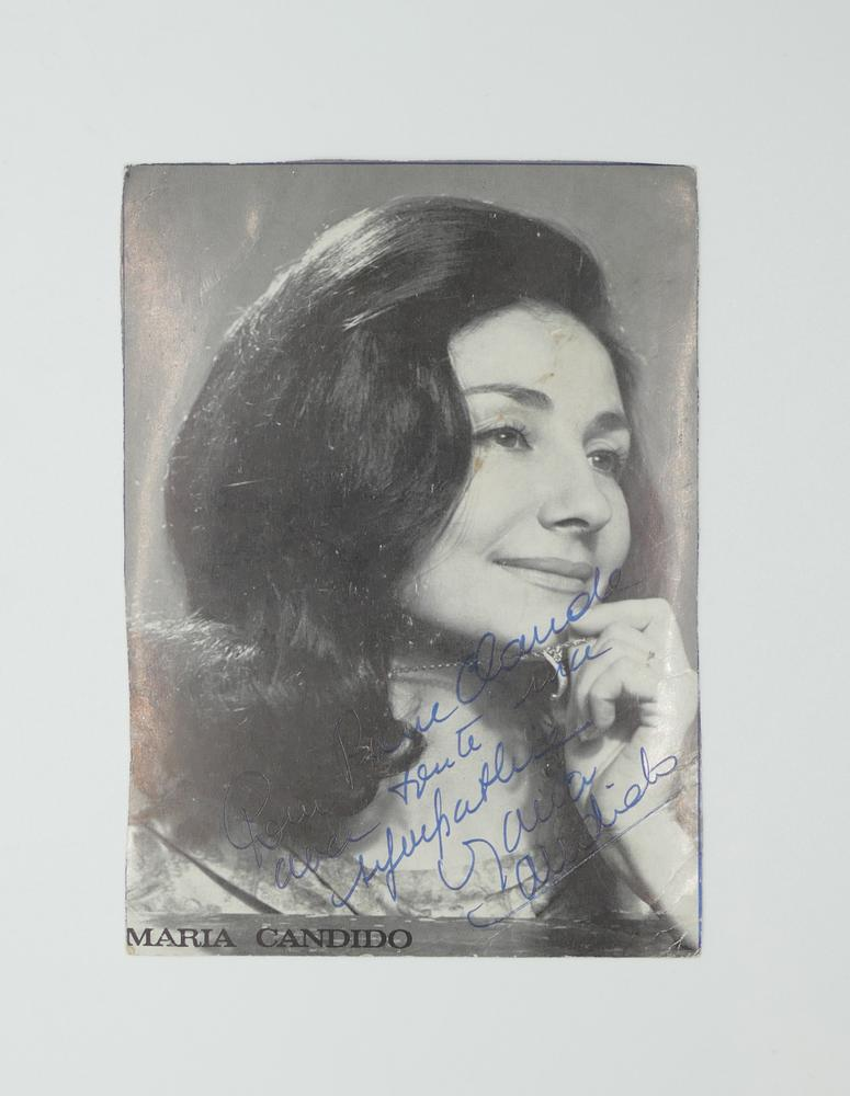 COLLECTION OF PHOTOGRAPHS AND POSTCARDS WITH AUTOGRAPHS BY NUMEROUS ARTISTS- 18 TV stars like - Image 14 of 17