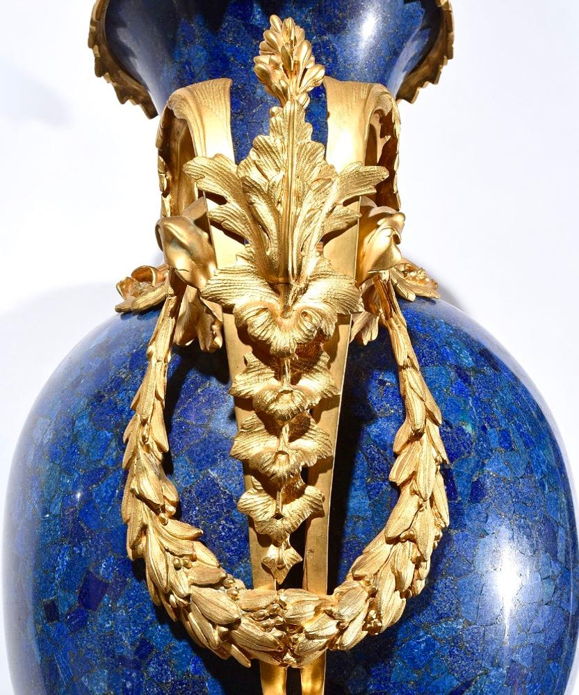 PAIR OF MAJESTIC ROYAL BLUE LAPIS LAZULI PEDESTALS AND VASES, EARLY XX CENTURY NEOCLASSICAL - Image 4 of 7