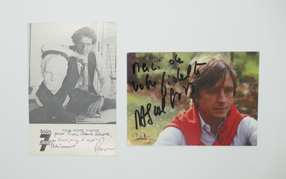 COLLECTION OF PHOTOGRAPHS AND POSTCARDS WITH AUTOGRAPHS BY NUMEROUS ARTISTS- 18 TV stars like - Image 15 of 17