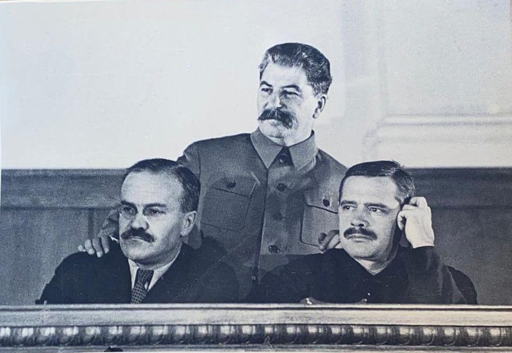 MUSINOV V.M. At the meeting of the Stakhanovites: I.V. Stalin, V.M. Molotov, A.A. Andreev. 1935.