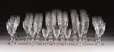 SATZ VON 34 GLÄSERN 'CLEO' Frankreich, Verreries & Cristalleries de Saint Louis