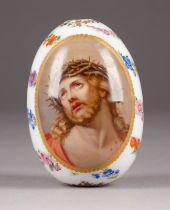 FEINES OSTEREI MIT DEM DORNENGEKRÖNTEN CHRISTUS