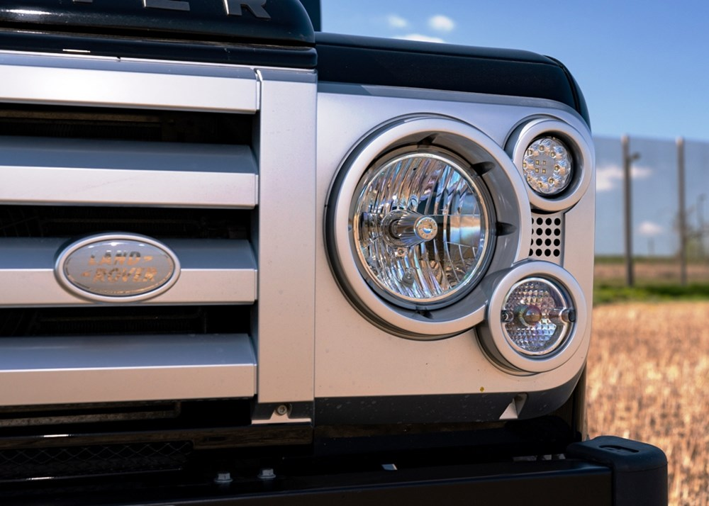 2009 Land Rover Defender SVX 60th Anniversary Limited Edition - Image 5 of 9