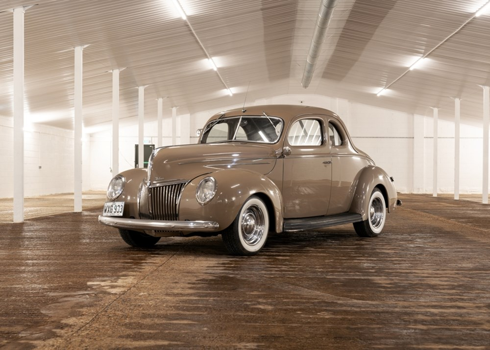 1939 Ford V8 Deluxe