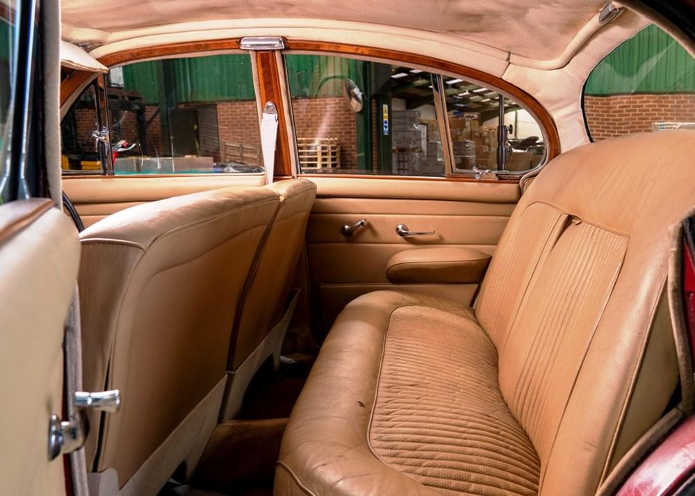 1968 Daimler 250 V8 Saloon - Image 8 of 9