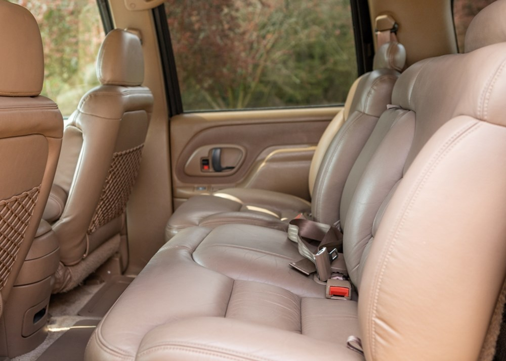 1995 Chevrolet Suburban LT2500 - Image 6 of 7