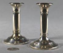 1 Paar kleine Kerzenständer, 1-flammig, Silber England/London, diverse Beschauzeichen, Füsse