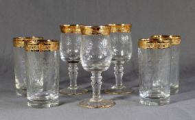 7 Gläser, dickwandiges Glas mit geätzter Blumenbordüre und breitem Goldrand