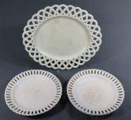 4 Teller + 1 ovale Platte, cremfarbenes Feinsteinzeug, gemarkt u.a. Zell, altersbedingte