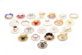 A GROUP OF VINTAGE & ANTIQUE TEA AND COFFEE CUPS & SAUCERS