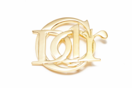 A CHRISTIAN DIOR GOLD-TONE VINTAGE BROOCH