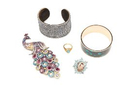 SIX GREEN AND BLUE TONED COSTUME JEWELLERY PIECES