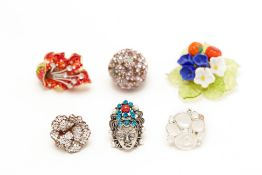 FIVE DIAMANTÉ EMBELLISHED RINGS AND A FLORAL PIN BROOCH