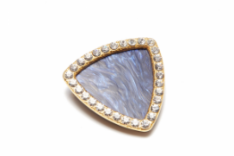 A BLUE & DIAMANTE ENCRUSTED BROOCH