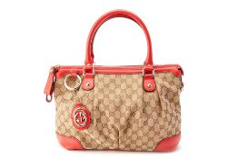 A GUCCI LOGO CANVAS BAG WITH RED LEATHER FINISH
