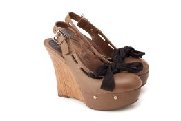 A PAIR OF MARNI BROWN LEATHER & WOODEN WEDGES EU 36