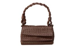A BOTTEGA VENETA BROWN HANDBAG