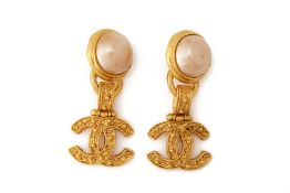A PAIR OF CHANEL FAUX PEARL AND GILT DROP EARRINGS