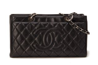 A CHANEL BLACK LEATHER GRAND SHOPPING TOTE