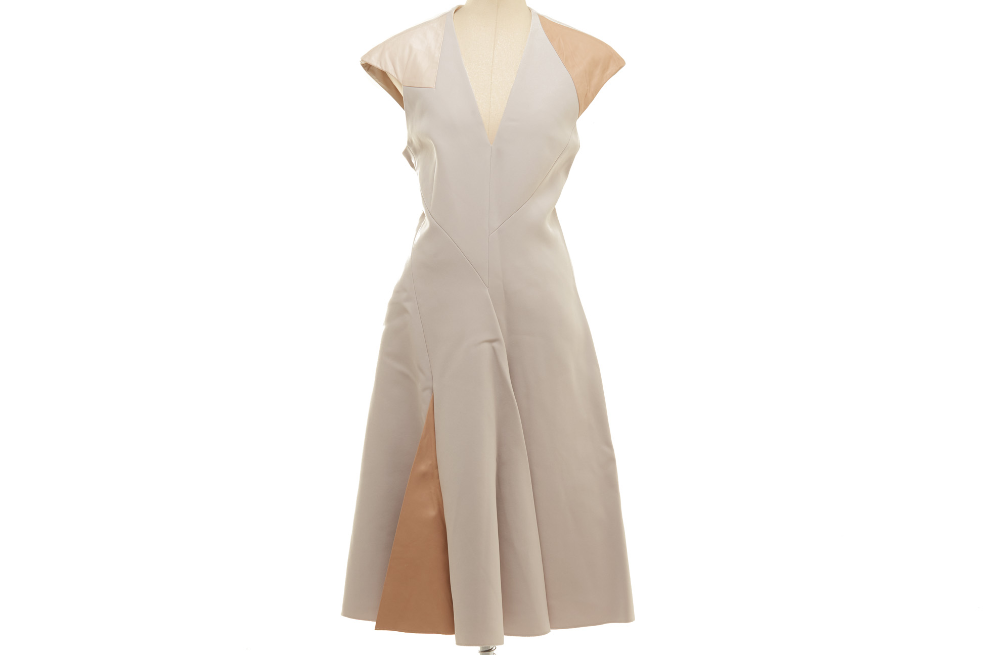 A BOTTEGA VENETA LIGHT GREY SHIFT DRESS