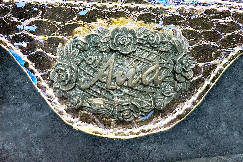 AN ANA METALLIC SNAKESKIN EMBELLISHED SHOULDER BAG - Image 4 of 4