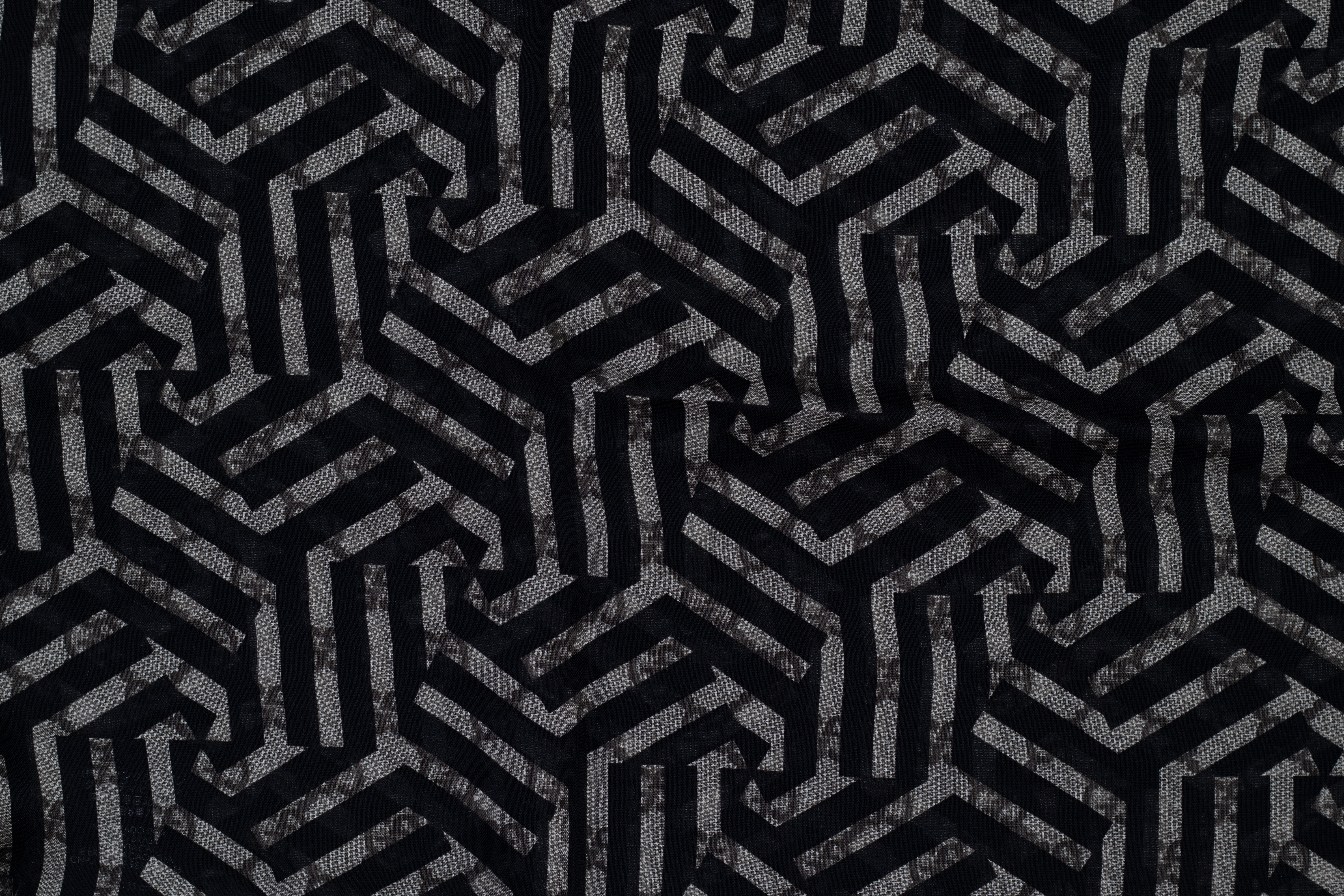 A GUCCI MONOGRAM SCARF - Image 5 of 6