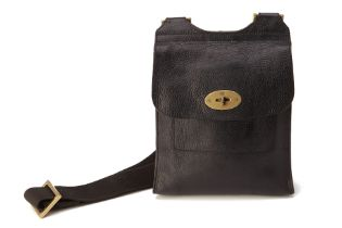 A MULBERRY BLACK ANTONY SHOULDER BAG