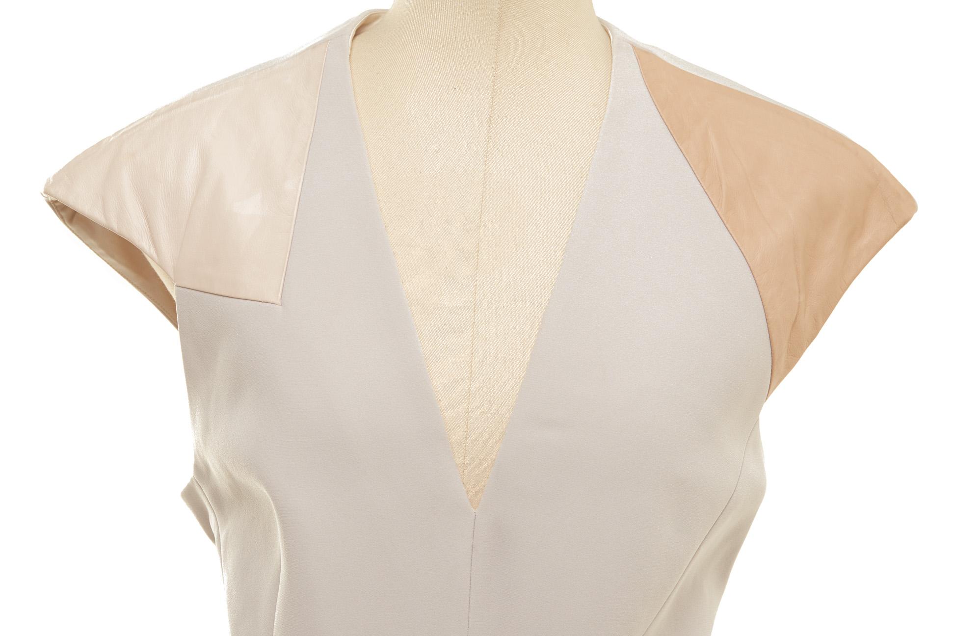 A BOTTEGA VENETA LIGHT GREY SHIFT DRESS - Image 2 of 3