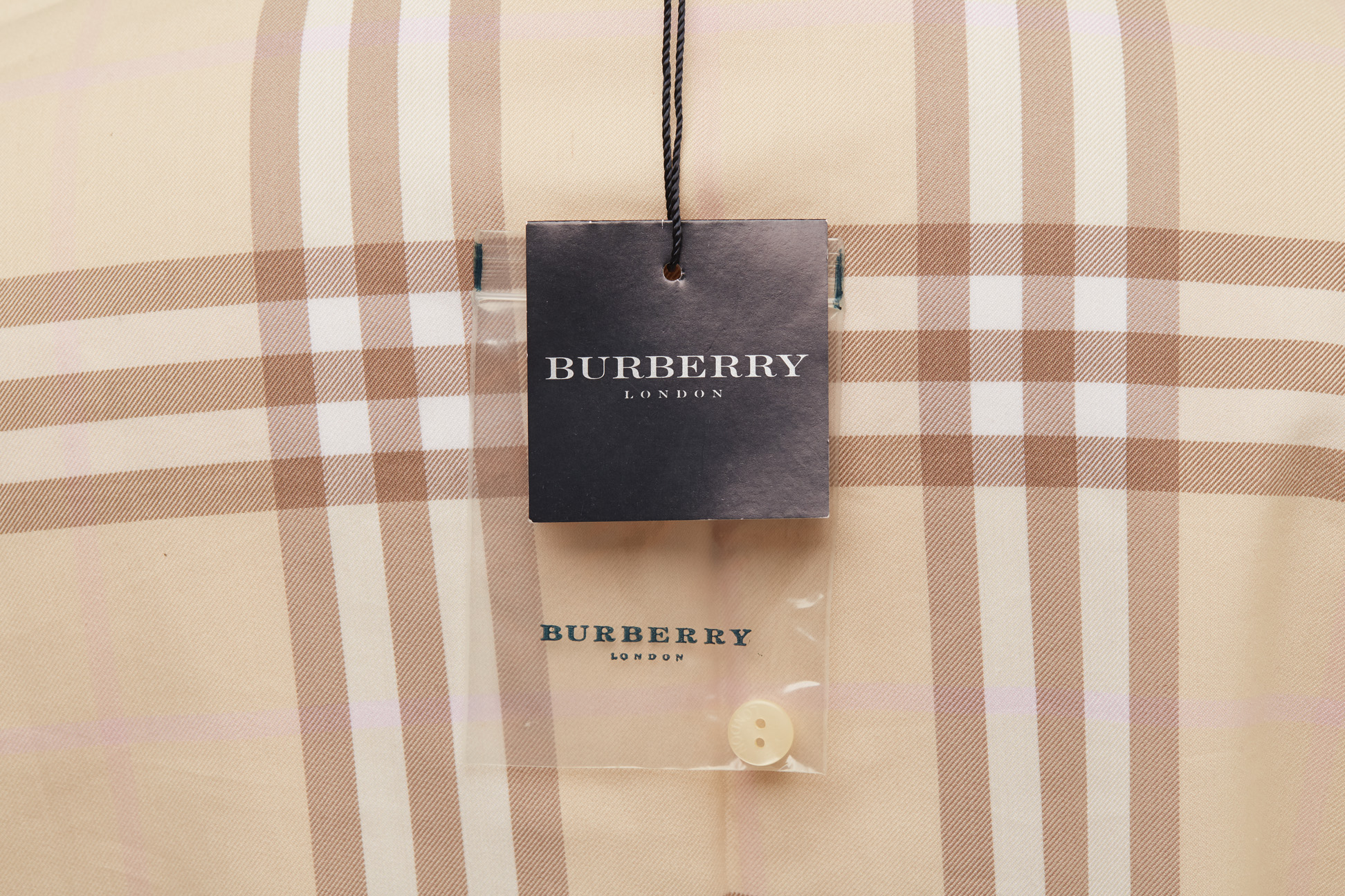 A BURBERRY BEIGE CHECK BUTTON-UP SHIRT - Image 3 of 3