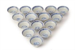 A GROUP OF 15 BLUE AND WHITE PORCELAIN BOWLS