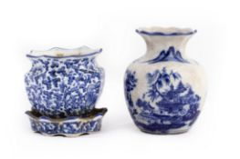 A BLUE AND WHITE PORCELAIN SMALL PLANTER AND A VASE