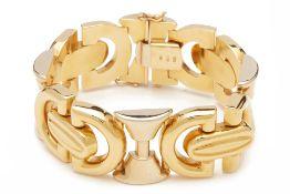 AN ITALIAN HOLLOW YELLOW GOLD BRACELET
