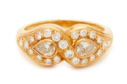 AN 18K YELLOW GOLD AND PEAR SHAPED DIAMOND RING