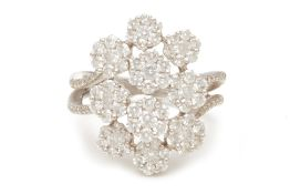 AN WHITE GOLD FLORAL DIAMOND RING