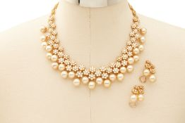 A CHAMPAGNE SOUTH SEA PEARL NECKLACE AND EARRINGS SET