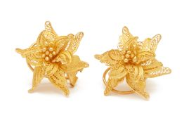 A PAIR OF YELLOW GOLD FILIGREE EARRINGS