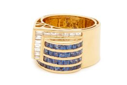 A YELLOW GOLD, SAPPHIRE AND DIAMOND RING