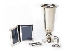 A GROUP OF SILVER AND SILVER PLATED ITEMS