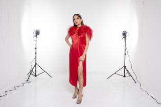 A 16ARLINGTON 'YOSHINA' RED FEATHER DRESS